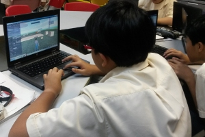 A student at Marsling Secondary School in Singapore navigates around a virtual environment for the first time. His teachers plan to make a digital gallery for the students to show case designs and comment on each other's work. (Photo: Sarah Butrymowicz)